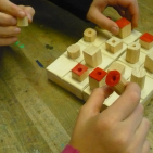 Quarto-Holzkaestchen-mit-Spielbrett-und-Spielfiguren